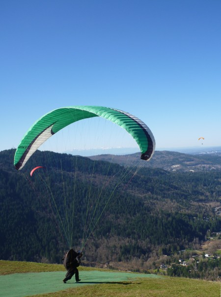 A paraglider preparing to jump at Poo Poo Point
